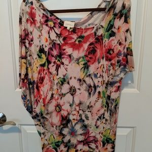 Deletta L drapey scoop neck floral top rayon